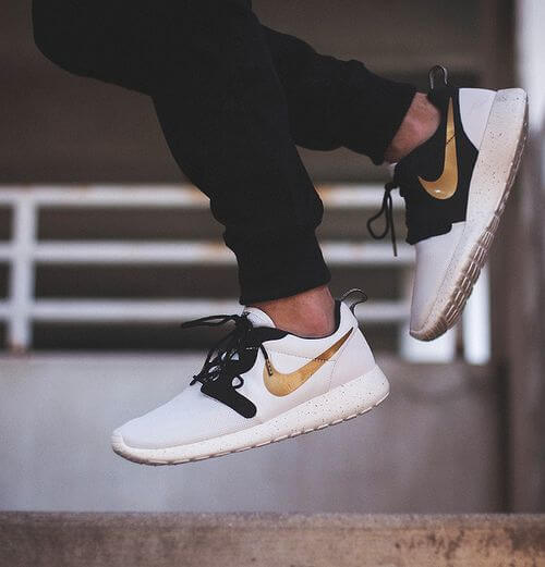 Nike Roshe Run Gold Black