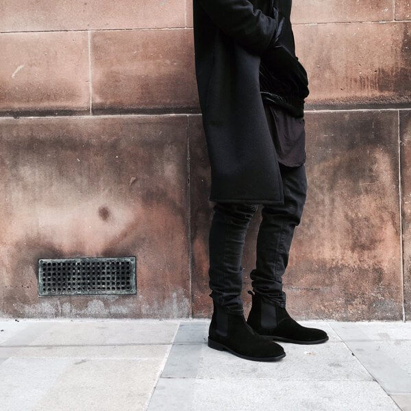 chelsea-boots-with-black-denim